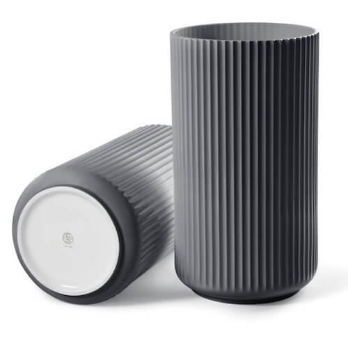 Lyngby porcelæn mørk grå vase med riller i 4 størrelser