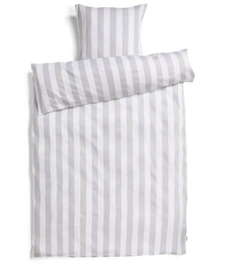 Redgreen_sengetøj_-_prisvenligt_oeko-tex_sengetøj_med_grå_striber_og_hvid_farve