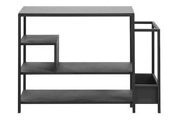 Nordal skoreol i sort metal i flot industrielt design med glasplade