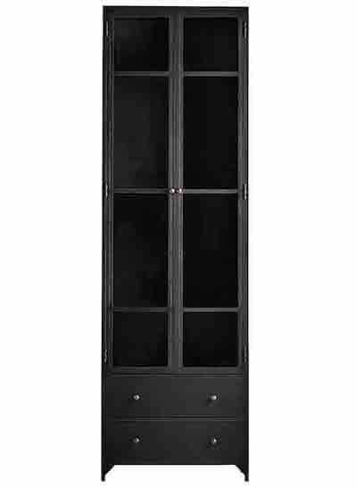Tine K Home sort vitrineskab med aflang glasdør og flytbare hylder