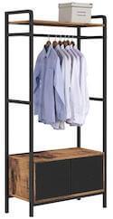 Stor åben garderobe med skab i bunden