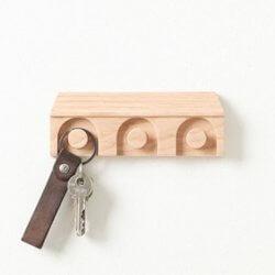 Pana Objects nøgleholder i træ med plads til 3 nøgleringe