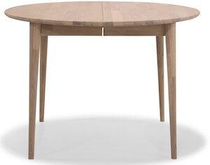 Futura rundt spisebord i egetræ i str. 110 x 75 cm