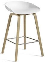 Hay About AAS 32 barstol med hvid sæde og ben i egetræ