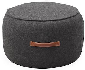 Wida grå sofa puf i uldfilt og med smart læderhåndtag